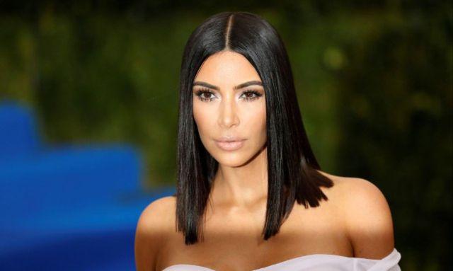 И этой женщине 40 лет! Ким Кардашьян устроила фотосессию прикрывшись одной картиной