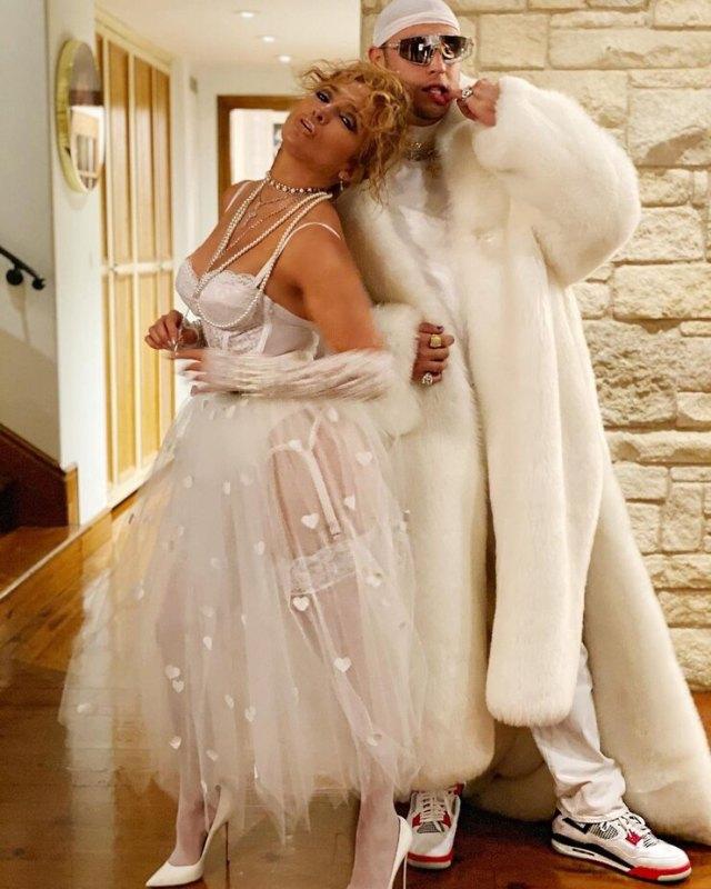 Дерзкая невеста. Дженнифер Лопес появилась в необычном прозрачном подвенечном наряде
