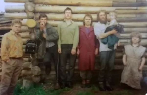 10 лет на цепи. Как сложилась жизнь советской Маугли, которая родила от отчима