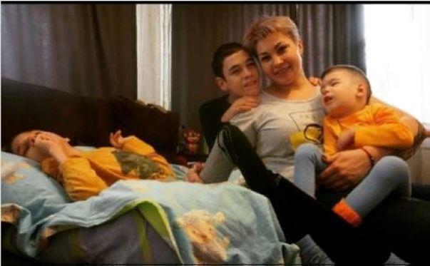 Как сейчас живет мама особенных детей, которую оставил муж, узнав  о диагнозе третьего