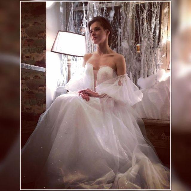 Шикарная пара. Шпица показала редкие кадры с мужем во время свадьбы
