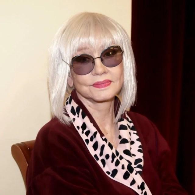 Длинные волосы блонд. 78-летняя Алентова стала выглядеть лет на тридцать младше