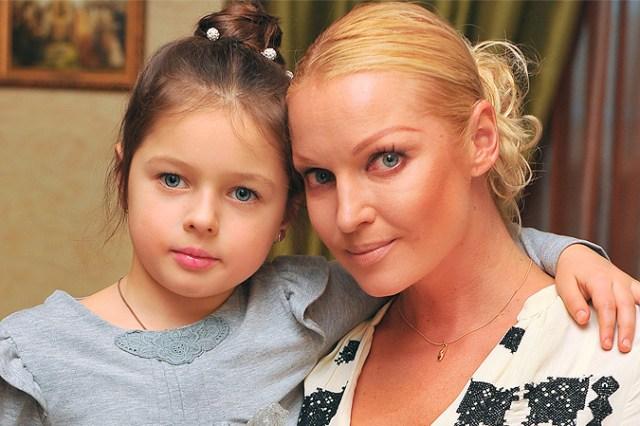 Стала похожа на мать. Редкое фото Волочковой с 15-летней дочерью обсуждают в сети