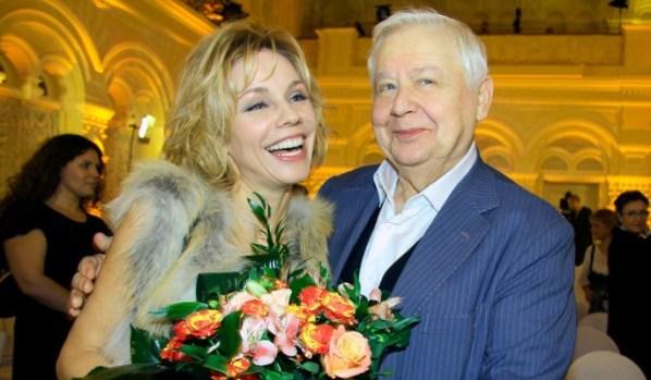 Растрепанные волосы и косуха. 55-летняя вдова Табакова стала как подросток