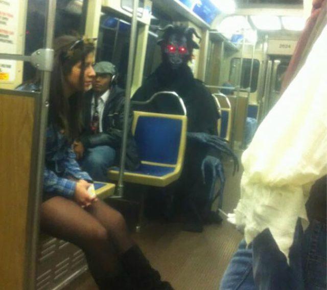 Берегитесь! Пассажиры в метро, которые не постеснялись выйти в странном виде из дома