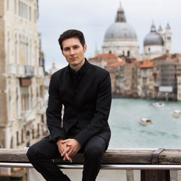 Ничем не примечательный отличник. Как выглядел Павел Дуров до того, как стать миллиардером