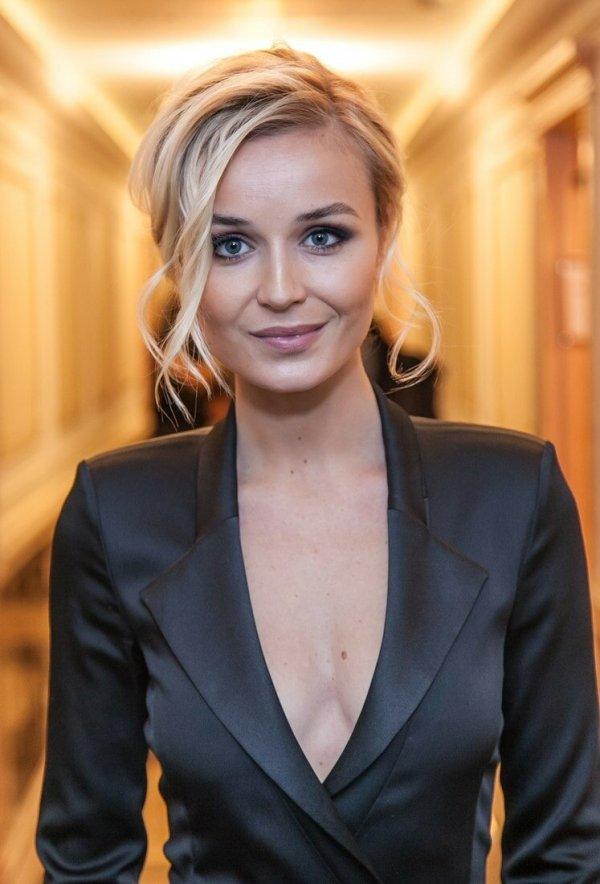Такая простушечка. 33-летняя Гагарина показала честное селфи без макияжа и прикрас