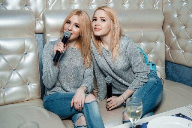 Гламурные блондинки с большими губами. Как сейчас живут сестры Толмачевы