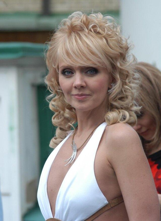 Как выглядели на свадьбах Ветлицкая, Буланова, Лолита и другие певицы 90-х