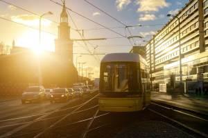 Straßenbahn vor der Marienkirche