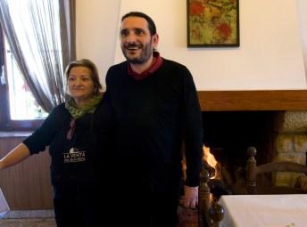Oscar y su madre posan para Ocio Magazine
