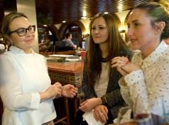 Durante la entrevista, con Silvia del Nou Manolín