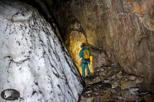Στα -111 μέτρα, ανάμεσα σε πάγο και βράχο