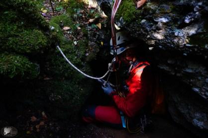 Τρύπα της Καλής Μπαίνοντας στο σπήλαιο