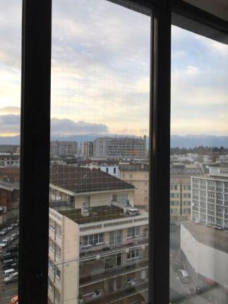 Filet transparent sur fenêtre en aluminium: une exclusivité ProtectionChat