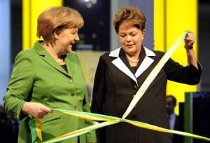 Merkel y Rousseff en un corte de cinta