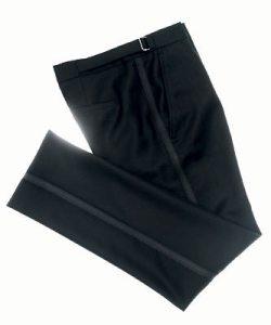 Detalle del pantalón del esmoquin