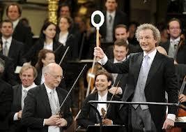 Franz Wesler-Möst dirigiendo el concierto de este año