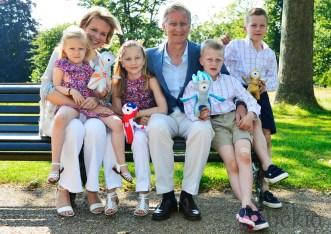 Felipe y Matilde de Bélgica con sus hijos