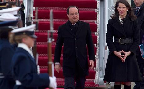 french President Francois Hollande was greeted by US Deputy Chief of Protocol Natalie Jones