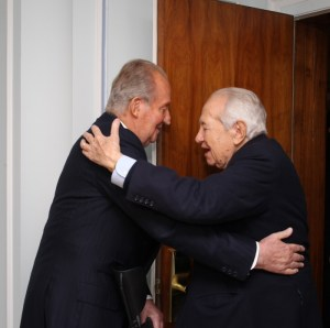 Rey Juan Carlos con Mario Soares en Portugal