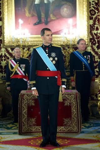 El rey Felipe VI espera al embajador