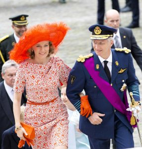 Los Reyes de Bélgica a su llegada a la misa 'Te Deum' con la que tradicionalmente arrancan las festividades del Día Nacional de Bélgica © Gtresonline