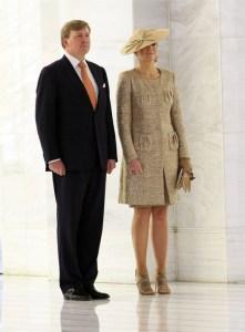 maxima-holanda-invitada-boda-estilo-tocados-sombreros-1-lentejuelas