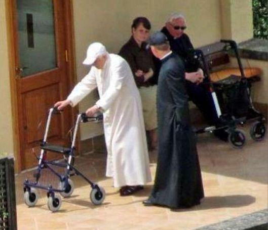 Benedicto-XVI-Mater-Ecclesiae_ECDIMA20140602_0008_16