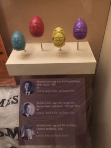 Huevos de Pascua que los niños buscan en los jardines de la Casa Blanca el Lunes de Pascua