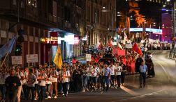 02-patriarhul-daniel-procesiunea-luminilor-si-rugaciunea-de-seara-la-ito2016-tineri-ortodocsi-9