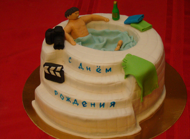 Cake pool with mastic decoration