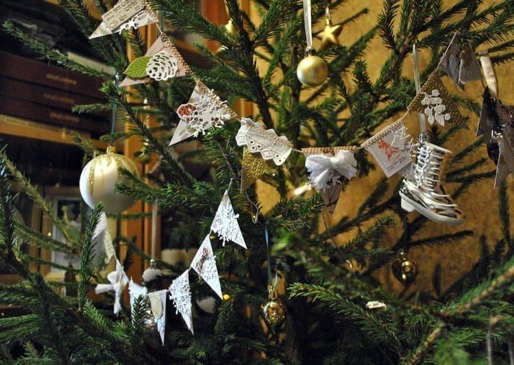 Бусы с треугольничками на елку