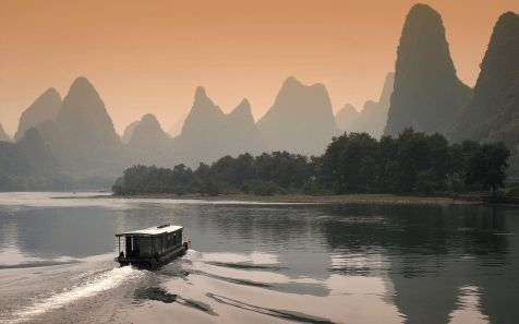 ?????,???? (Li River at Dusk in Guilin, China)