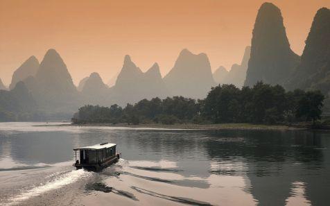 ?????,???? (Li River at Dusk in Guilin, China)