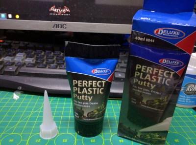 Deluxe Materials 膠水與水畢地