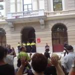 protesta davant de la seu districte Clot