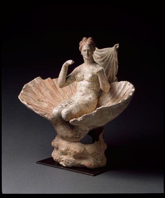 Statue d'Aphrodite dans un coquillage