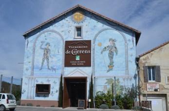 Cave des vignerons de Correns. Façade décorée. Le Val (Var).