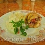Куриная голень фаршированная помидорами с чесноком