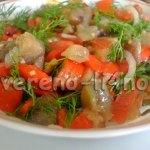 Салат из баклажан, перца и помидор