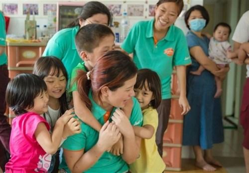 台湾 晨光青年会ボランティアサークル 無国籍の子供たち訪問2