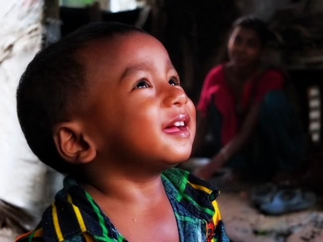 バングラデシュ 少年 男の子 笑顔