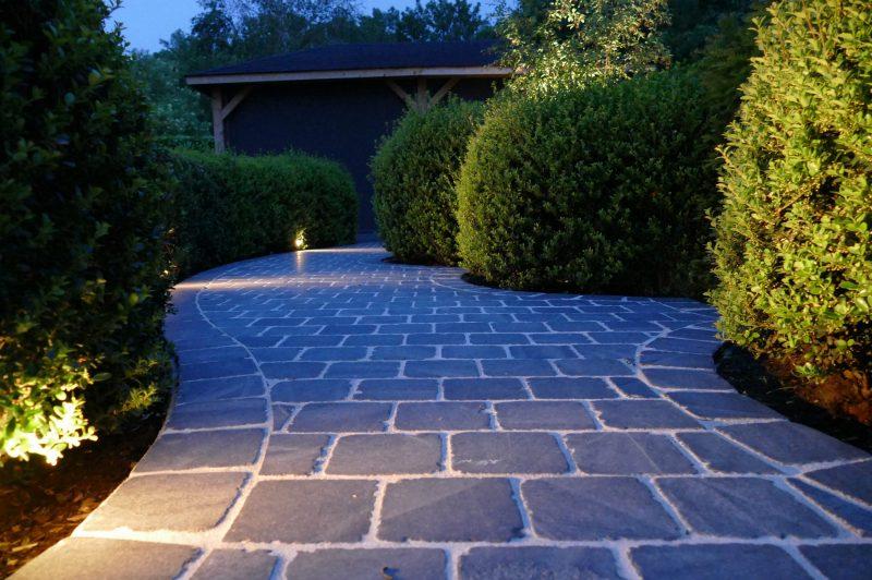 's Avonds verandert uw tuin in een sprookjesparadijs door de sfeerverlichting.