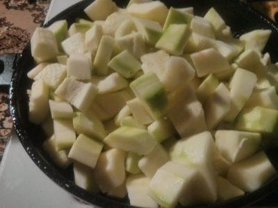 kabachki-narezannye-kubikom
