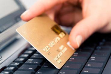 Шахраї «почистили» банківські картки двох тернополянок