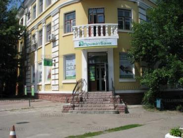 Працівник Приватбанку з Чернігова просить вимагати у банкірів розмовляти державною мовою