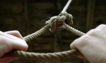 Трагедія на Гусятинщині: жінка наклала на себе руки, чоловіка з порізаним передпліччям вдалося врятувати
