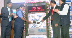 The Union Minister for Road Transport, Highways and Shipping, Nitin Gadkari striking the Gong at the Listing Ceremony of Cochin Shipyard, in Mumbai on August 11, 2017.