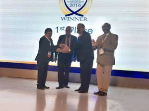 (L-R) Guruprasad Mohapatra, Chairman, AAI with ACI official receiving the award of Best Airport along with  J.S. Balhara, APD, Jaipur Airport accompanied by I.N. Murthy, Member (Operations), AAI